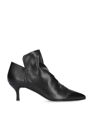 Low black ankle boot